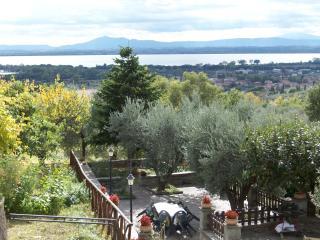 Casa IL PARADISO panoramica sul Lago Trasimeno - Tuoro sul Trasimeno vacation rentals