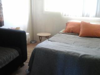 West Oahu T-house - Guest room in my apartment - Kapolei vacation rentals