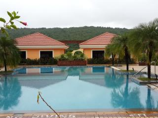 Cozy 3 bedroom Villa in Nuvem with Housekeeping Included - Nuvem vacation rentals