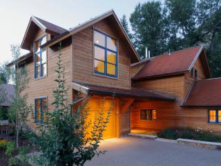 Spacious House with Deck and Internet Access - Minturn vacation rentals