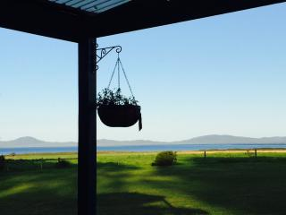 Tidal View Holiday Cottage -secluded cottage - Yanakie vacation rentals