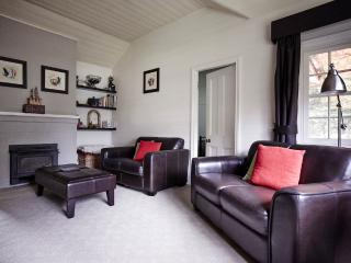 2 bedroom Cottage with A/C in Creswick - Creswick vacation rentals