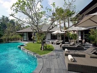 Villa Iskandar - an elite haven - Buwit vacation rentals