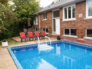 A COTTAGE+POOL OASIS IN GREATER TORONTO AREA - Richmond Hill vacation rentals