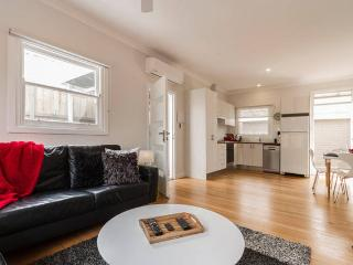 Great Value! Footsteps to the Beach + Pet Friendly - Frankston vacation rentals