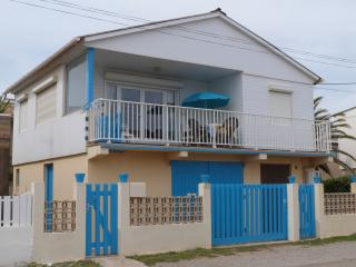 Nice Chalet with Internet Access and A/C - Gruissan vacation rentals