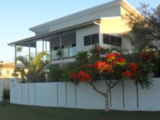 Cozy 3 bedroom Apartment in Burrum Heads - Burrum Heads vacation rentals
