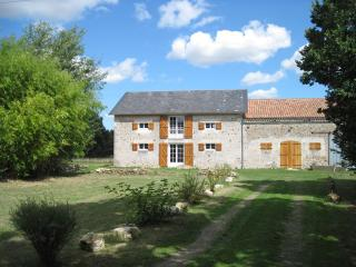 3 bedroom Gite with Internet Access in Saint-Savin - Saint-Savin vacation rentals