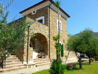 2 bedroom Cottage with Internet Access in San Mauro Cilento - San Mauro Cilento vacation rentals