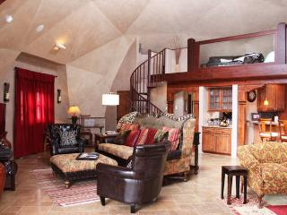 Taos: Sunrise at the dOme , a magnificent property - Taos vacation rentals