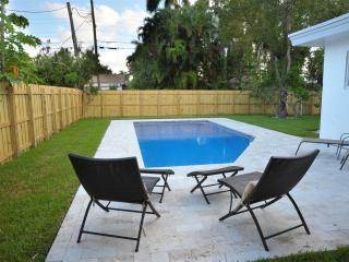 Villa renovated with heated pool - Hollywood vacation rentals
