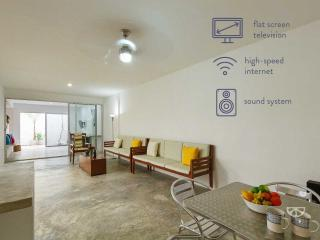 Modern, light-filled escape in historic center. - Merida vacation rentals