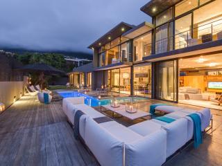 Charming Villa with Hot Tub and Television - Bakoven vacation rentals