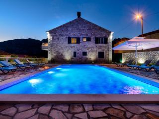 Bright 6 bedroom Konavle Villa with Deck - Konavle vacation rentals