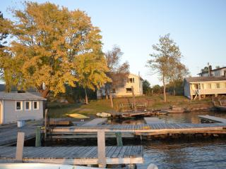 2 bedroom Cottage with Deck in Lavigne - Lavigne vacation rentals
