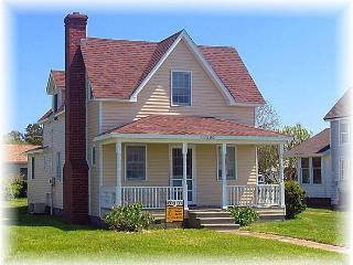 Lovely 3 bedroom House in Chincoteague Island with Deck - Chincoteague Island vacation rentals