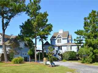Bright 3 bedroom Chincoteague Island House with Deck - Chincoteague Island vacation rentals