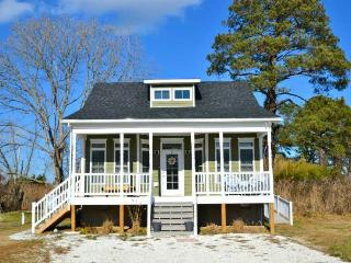 Charming 3 bedroom Chincoteague Island House with Internet Access - Chincoteague Island vacation rentals