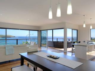 Comfortable 4 bedroom Gerringong House with Deck - Gerringong vacation rentals