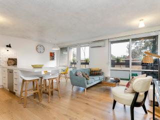 Modern Classic on Two levels - South Melbourne vacation rentals