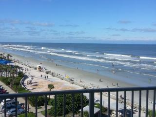Ocean WALK to Entertainment District - Daytona Beach vacation rentals