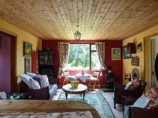 CLANMARA, coastal, woodburner, garden, off road parking, near Glenbeigh, Ref 906103 - Glenbeigh vacation rentals