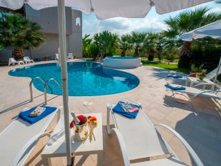 LUXURY XENOS VILLA2 WITH 4 BEDROOMS & PRIVATE POOL - Tigaki vacation rentals