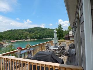 Pirates Cove is a cozy lakefront rental home along the semi-secluded Sunset Cove of Norris Lake. - Maynardville vacation rentals