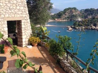 Bright 4 bedroom Villa in Taormina with Internet Access - Taormina vacation rentals