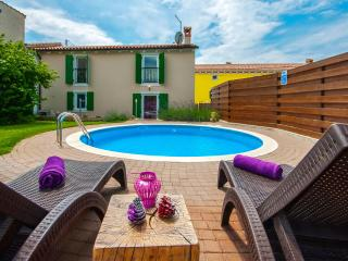 2 bedroom Villa with Internet Access in Baderna - Baderna vacation rentals