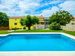Charming 4 bedroom Villa in Barat with Internet Access - Barat vacation rentals