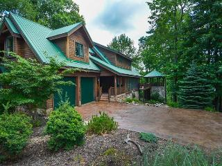 Lovely 5 Bedroom Mountain Log Home located in a prestigious gated community! - McHenry vacation rentals