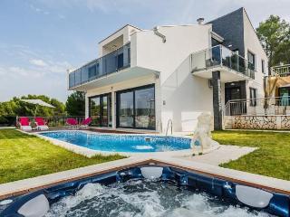 Modern new luxury villa near the beach !! - Okrug Gornji vacation rentals