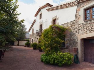 magnifique mas de 450 m avec piscine et jaccuzzii - L'Ametlla del Valles vacation rentals