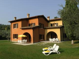 Nice Condo with Internet Access and Corporate Bookings Allowed - Garda vacation rentals