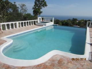 Villa/Guest house - 3-4 bedrooms sleeps up to 9 - Runaway Bay vacation rentals