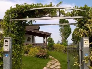 B&B in villa camera con bagno privato - Castelnuovo del Garda vacation rentals
