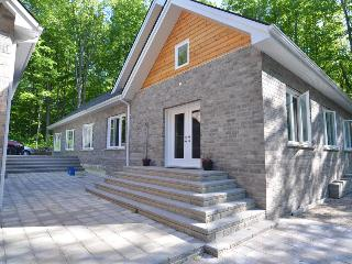 Forest Hill Lodge in Tay Luxury Cottage With Pool - Midland vacation rentals