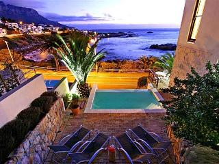 Lovely 2 bedroom Camps Bay Apartment with Internet Access - Camps Bay vacation rentals