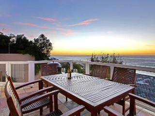 2 bedroom Condo with Shared Outdoor Pool in Camps Bay - Camps Bay vacation rentals