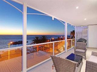 Bright 3 bedroom Apartment in Camps Bay with Internet Access - Camps Bay vacation rentals