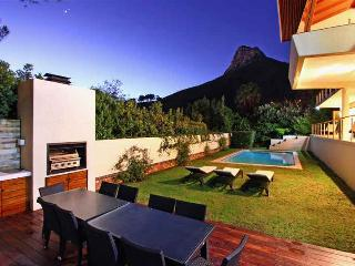 Lovely 4 bedroom Camps Bay Villa with Internet Access - Camps Bay vacation rentals