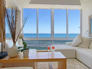 Bright 2 bedroom Condo in Clifton - Clifton vacation rentals