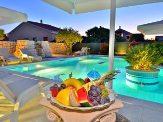 Urlaub in villa mit Pool, WELAN, 3 Zimmer für 7 Pe - Zadar vacation rentals