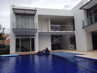 Nice Villa with Housekeeping Included and Balcony - Girardot vacation rentals