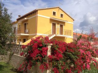 La casa gialla - Monolocale B su due livelli - Carloforte vacation rentals
