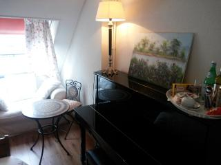 Single bedroom with shared bath - Leiden vacation rentals
