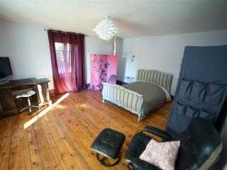 Nice House with Internet Access and Parking - Plancher-Bas vacation rentals