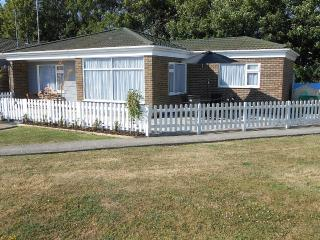 3 Bedroom Bungalow In Eastbourne with 4star rating - Eastbourne vacation rentals