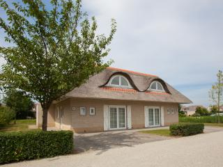 Perfect Villa with Television and Water Views - Hellevoetsluis vacation rentals